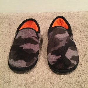 Other - Boys fleece gray camo slippers, size small 11-12